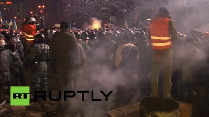 News video: Video: Scuffles erupt as police clear barricades in Ukraine